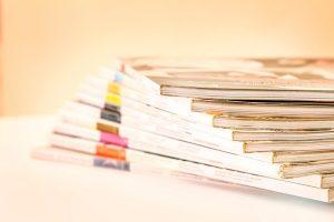 山積みの雑誌